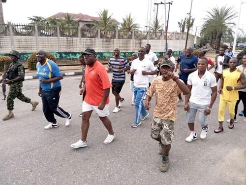 bayels-gov-jogging-1