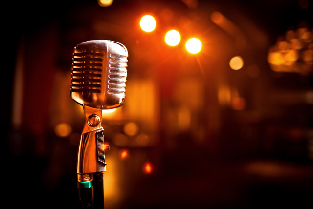 how to become a professional stand up comedian