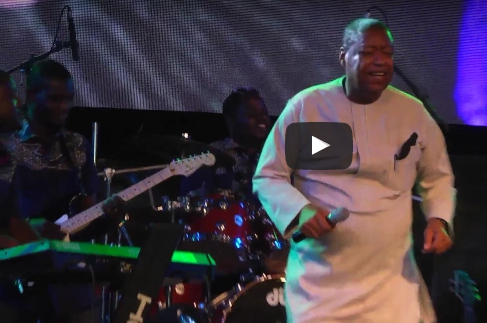 Video: Ron Kenoly Dazzle Crowd With Yoruba & Igbo Performance