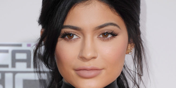 Hairstyles For Prom Boy : Kylie jenner fulfills young boys dream by going to prom with him
