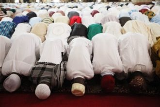 Muslims praying - olorisupergal