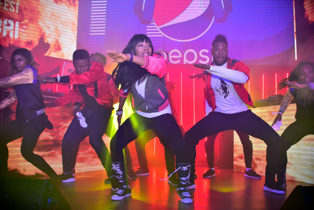 kaffy dance-#NoShakinCarryGo2Dubai 2