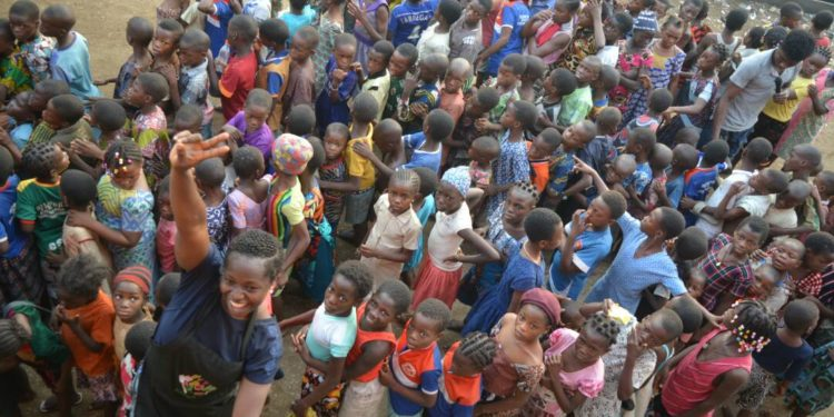 Oluwatoyin Onigbanjo feeds 1000 children in Makoko 5