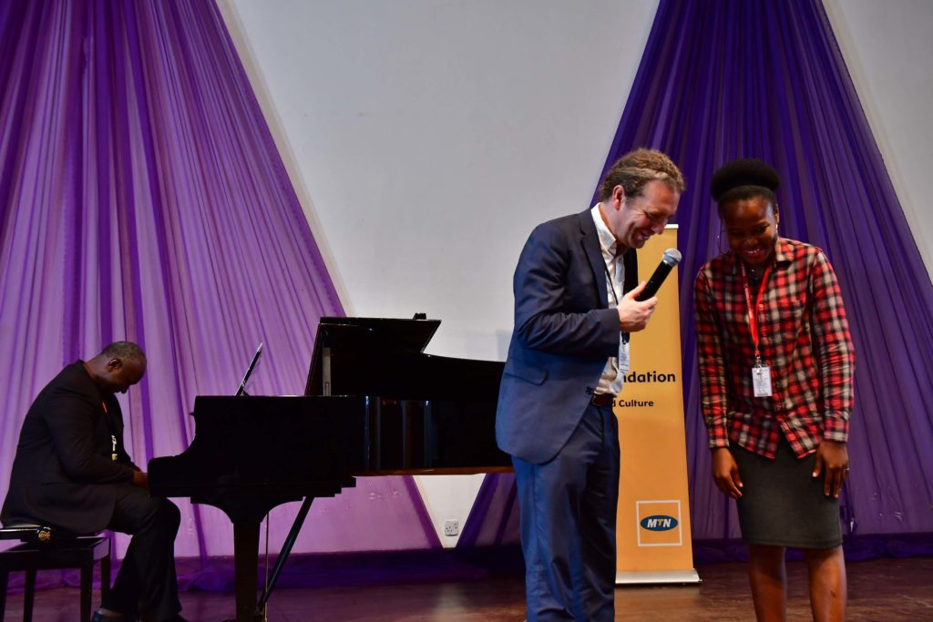 Daniel Taylor and a MUSON scholar during the masterclass