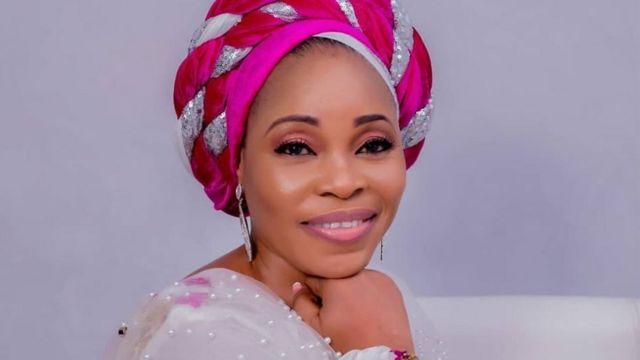 Nigerians react as Tope Alabi shades Colleague, Adeyinka Alaseyori