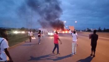 Insecurity: Abuja Protesters Block Airport Road, Demand Buhari's Resignation