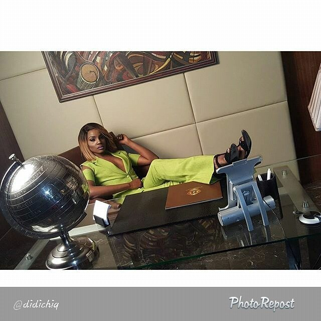 SEYI SHAY ON SET 1